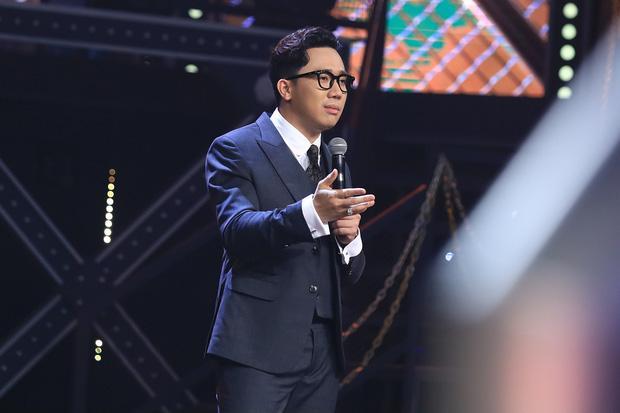 Sau nhiều đồn đoán mất mic, Trấn Thành vẫn vững chân MC Rap Việt mùa 2-1