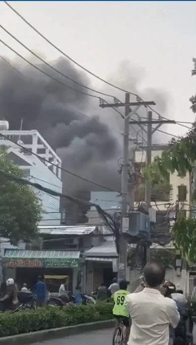 Vụ cháy làm 7 người tử vong ở TP.HCM: Lửa hừng hực không vào cứu được-1