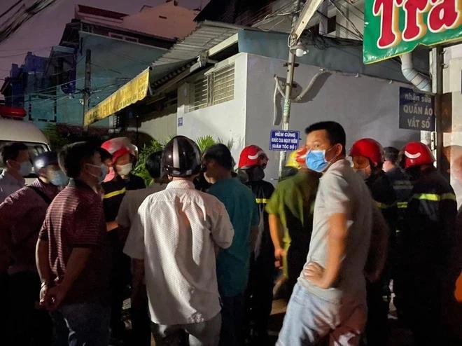 Vụ cháy làm 7 người tử vong ở TP.HCM: Lửa hừng hực không vào cứu được-3