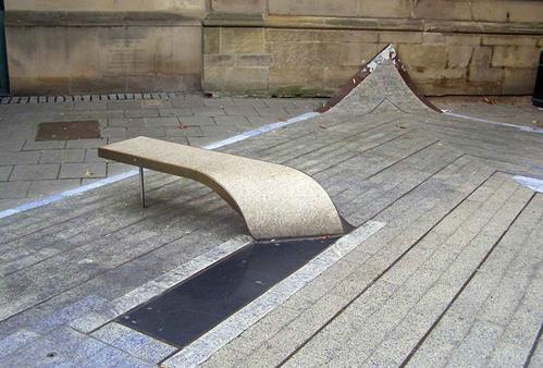 Các băng ghế thiết kế độc lạ khiến ai đi qua cũng lưỡng lự nên ngồi hay thôi-4