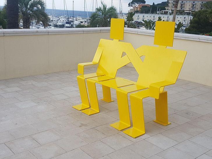 Các băng ghế thiết kế độc lạ khiến ai đi qua cũng lưỡng lự nên ngồi hay thôi-5