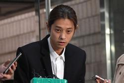 Tình cũ Jung Joon Young khởi kiện vì cho rằng mình bị quay lén