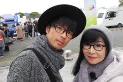 Xôn xao chàng trai 37 tuổi kết hôn với bà chủ quán ăn 62