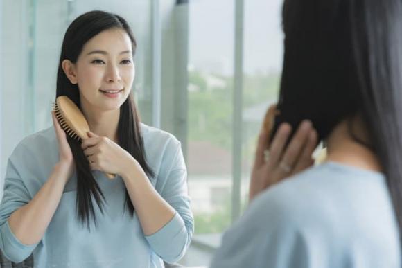 5 giải pháp hữu hiệu cho tóc bết dầu-1