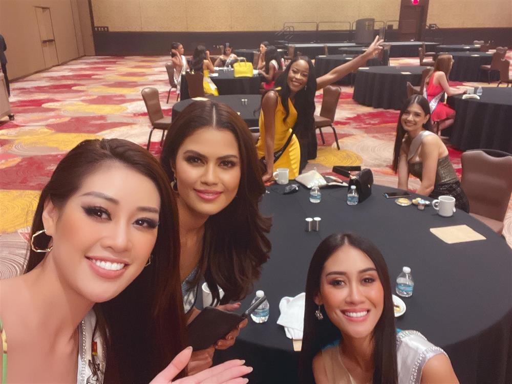 Khánh Vân lấy điểm 10 tinh tế khi nhập cuộc Miss Universe 2020-6