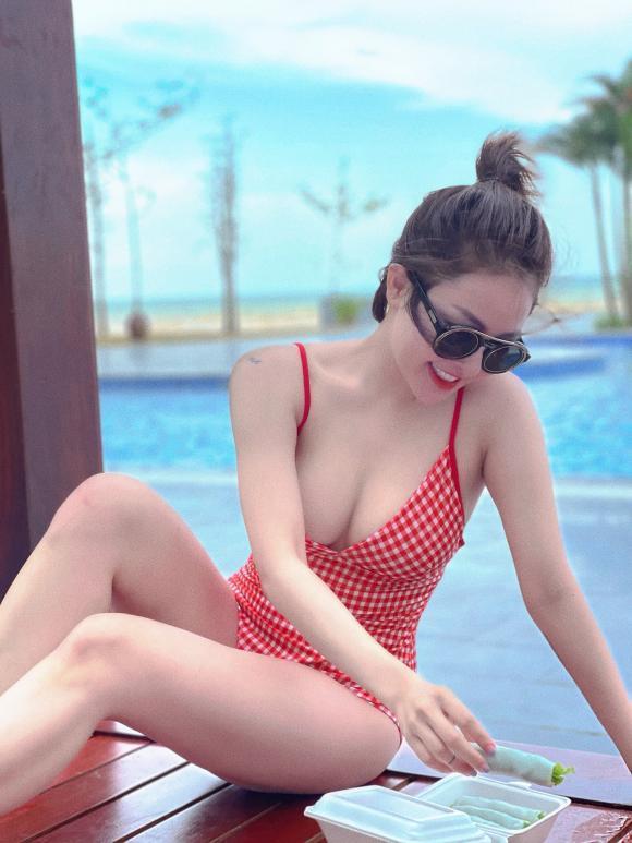 Diện bikini, hot girl Trâm Anh muốn rơi cả vòng 1 ra ngoài-3