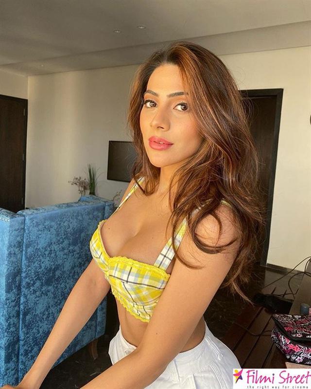 Người đẹp Ấn Độ Nikki Tamboli đau đớn khi anh trai chết vì Covid-19-2