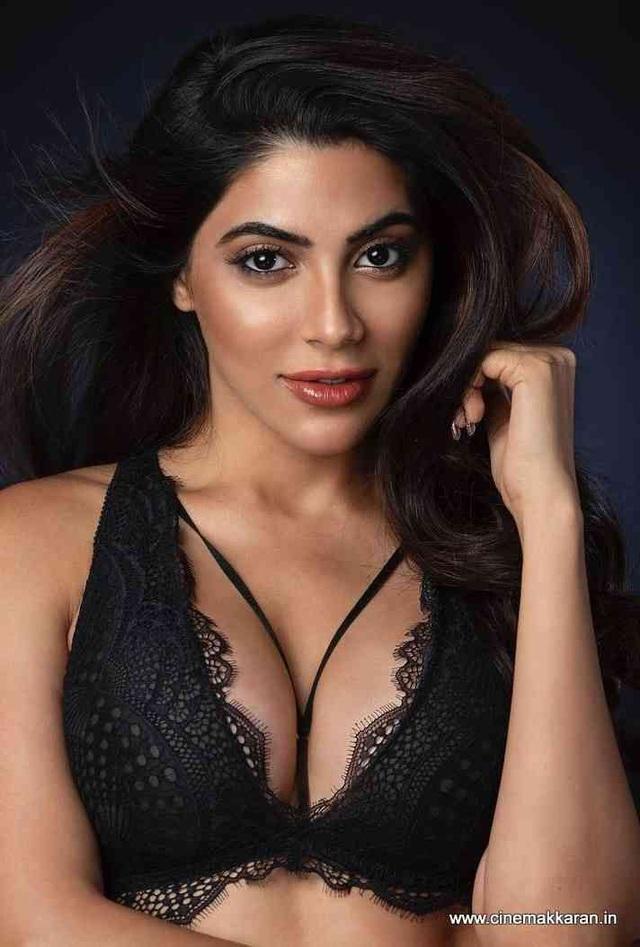 Người đẹp Ấn Độ Nikki Tamboli đau đớn khi anh trai chết vì Covid-19-3
