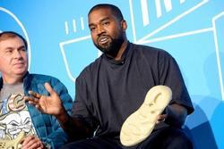 Kanye West bị tố bóc lột sức lao động
