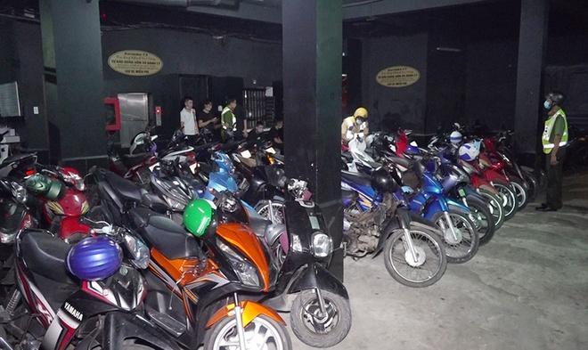 Hàng chục người tìm đường trốn khỏi quán karaoke trong đêm-2