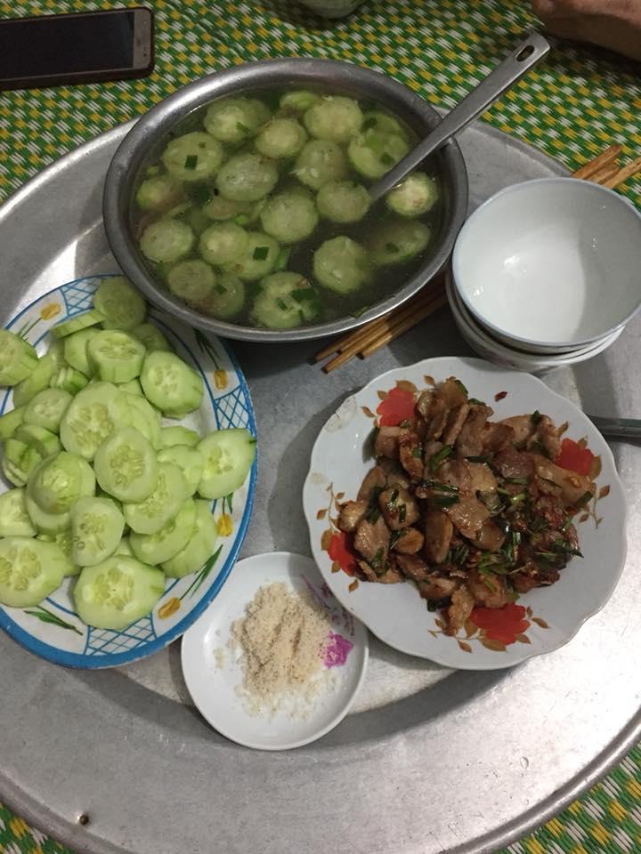 Bị chồng thách nấu cơm tối 3 món với 40k, vợ được 500 chị em tư vấn chất lừ-8