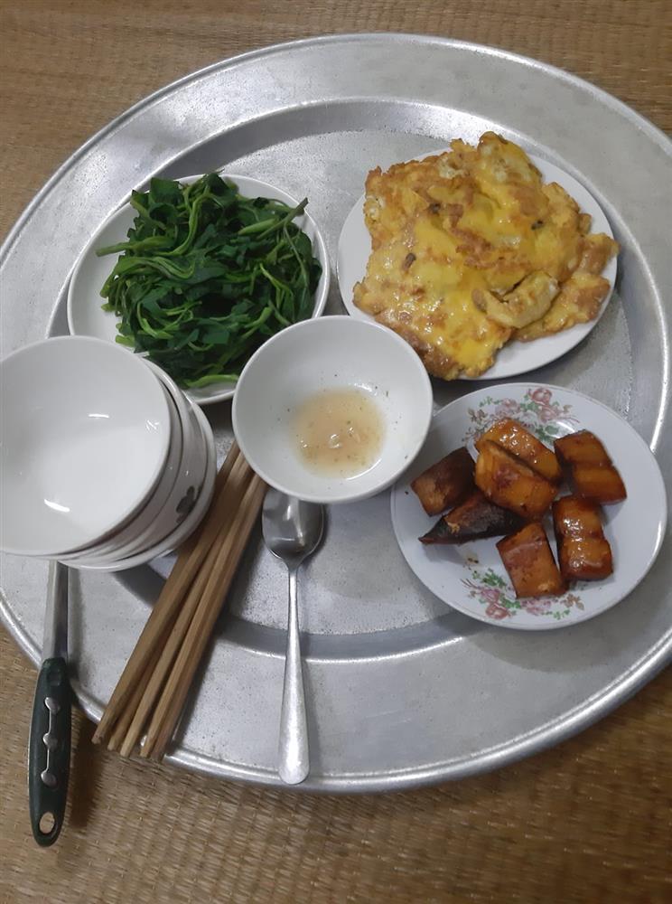Bị chồng thách nấu cơm tối 3 món với 40k, vợ được 500 chị em tư vấn chất lừ-10