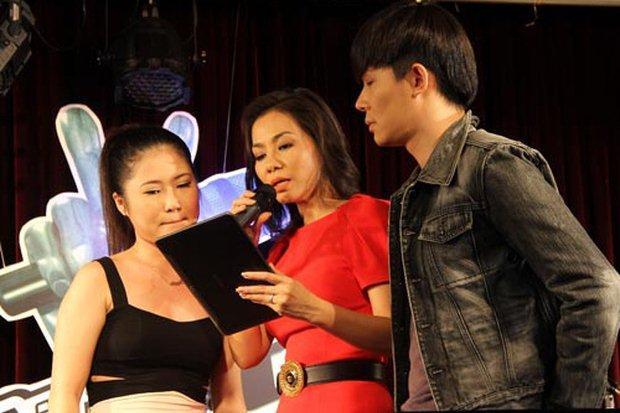 Khiêu chiến Thu Minh, Nathan Lee bắt chuyện Hương Tràm nhưng ăn quả 'bơ' toàn tập