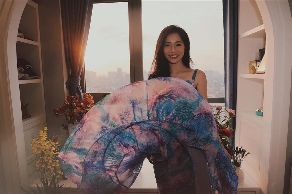 Thót tim cảnh tung váy suýt lộ hàng của bà xã Shark Hưng-5
