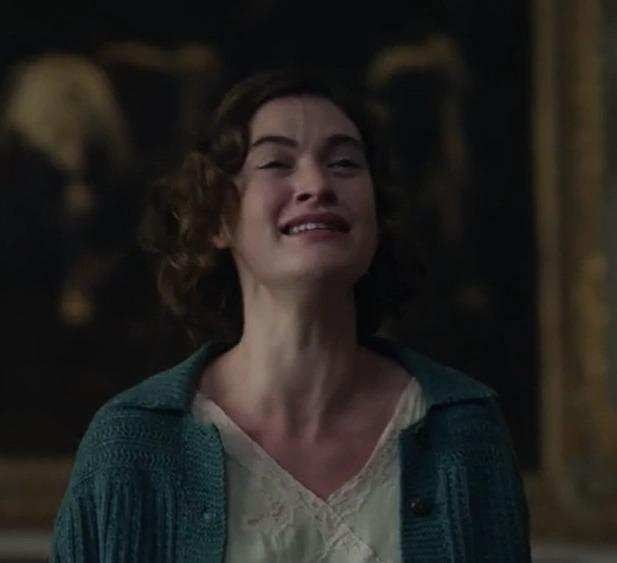Khán giả thấy kinh khi Dominic West và Lily James đóng vai cha con rồi lại hôn hít ngoại tình-2