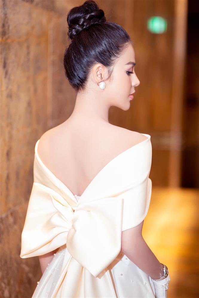 Minh Hung Hãn diện bikini siêu HOT khác hẳn gái quê Hướng Dương Ngược Nắng-10