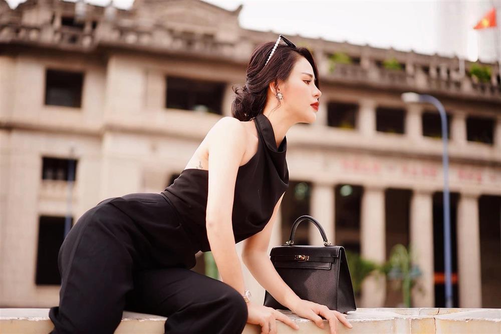 Minh Hung Hãn diện bikini siêu HOT khác hẳn gái quê Hướng Dương Ngược Nắng-12