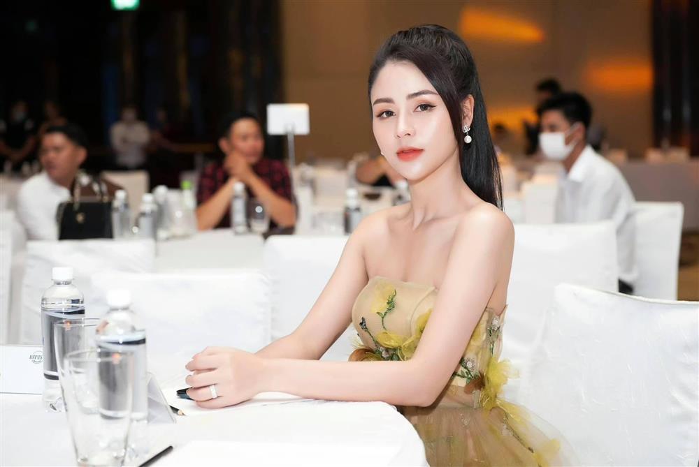 Minh Hung Hãn diện bikini siêu HOT khác hẳn gái quê Hướng Dương Ngược Nắng-11