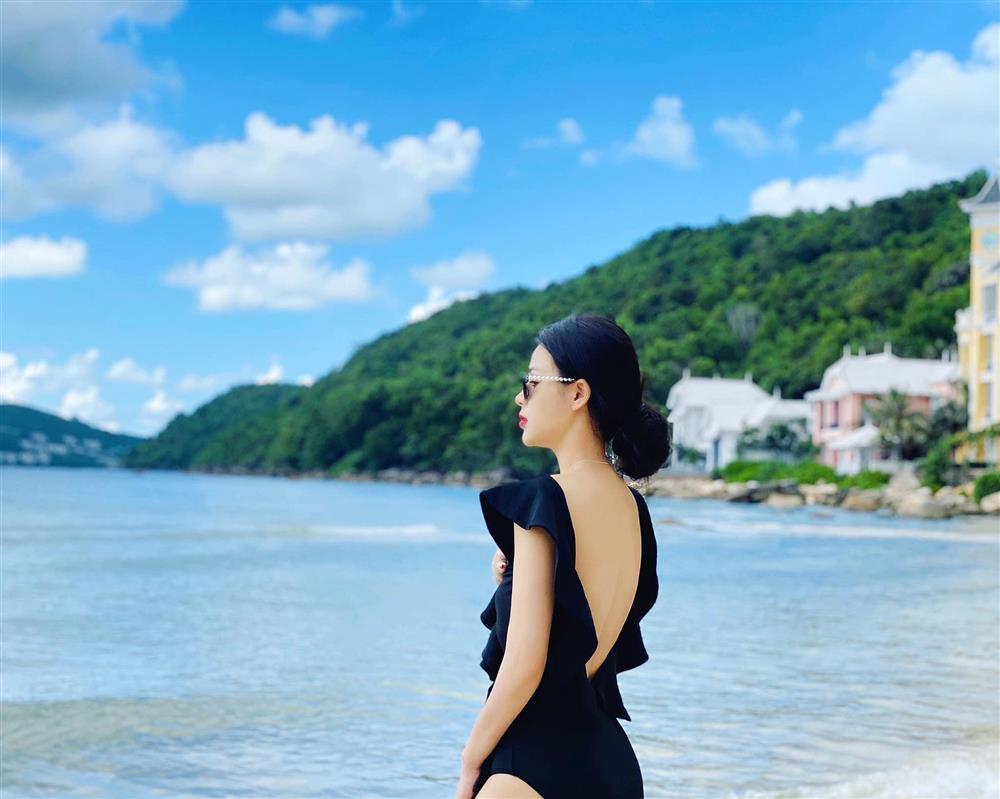 Minh Hung Hãn diện bikini siêu HOT khác hẳn gái quê Hướng Dương Ngược Nắng-9