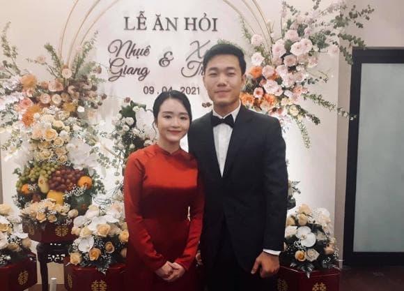 Vợ sắp cưới cầu thủ Xuân Trường khéo lấy lòng mẹ chồng tương lai-3