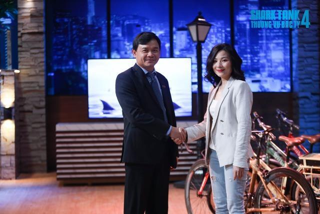 Nhan sắc xinh đẹp của CEO khiến Shark Phú chọn trong một nốt nhạc-1