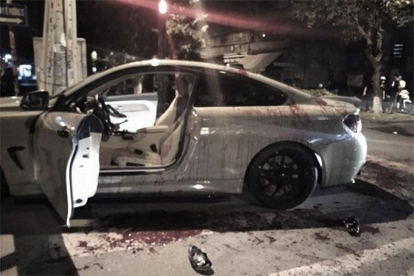 Đi BMW có pô nổ to, 2 người bị chém xối xả-1