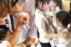 Lan truyền ảnh nữ sinh Việt nắn bóp vòng 1 bạn học để ký lưu bút