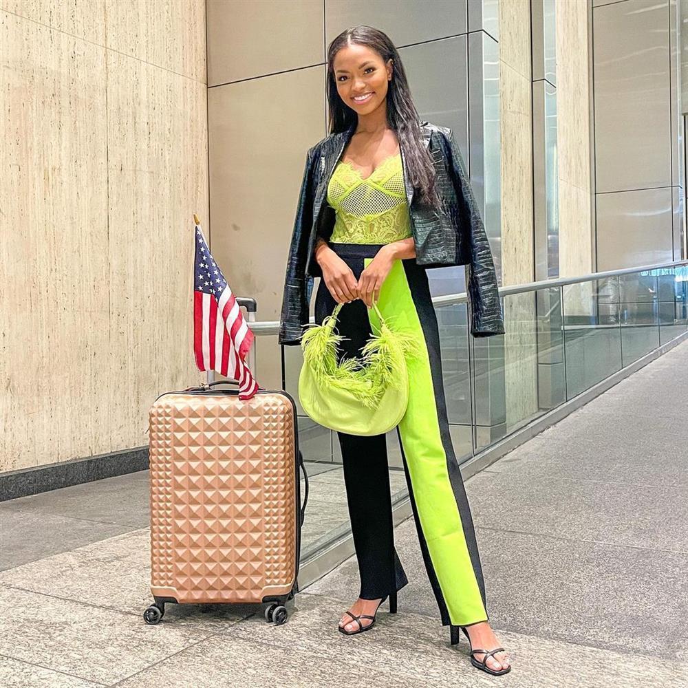 Chủ nhà Miss Universe 2020 liên tục ăn mặc lôi thôi, đi thi như đi chợ-4