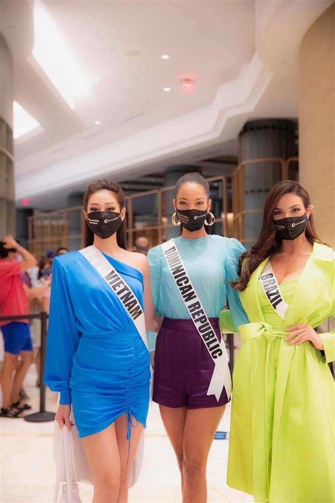 Chủ nhà Miss Universe 2020 liên tục ăn mặc lôi thôi, đi thi như đi chợ-6