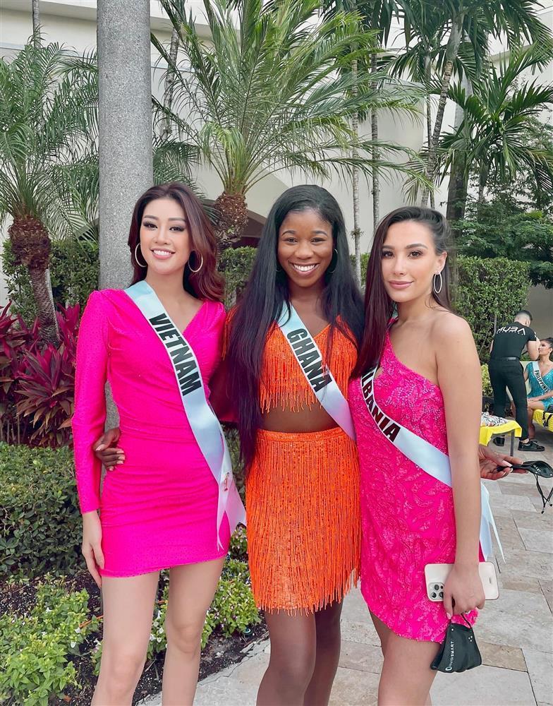 Chủ nhà Miss Universe 2020 liên tục ăn mặc lôi thôi, đi thi như đi chợ-7