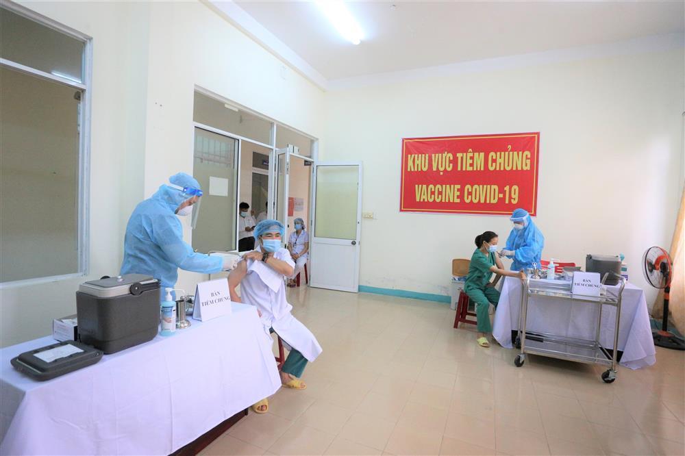 Quảng Ngãi ghi nhận 8 trường hợp sốc phản vệ sau khi tiêm vắc xin Covid-19-1
