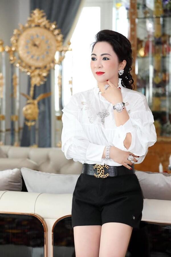 Vợ đại gia Dũng Lò Vôi: Dát kim cương lóa mắt, lướt Rolls-Royce 30 tỷ-7