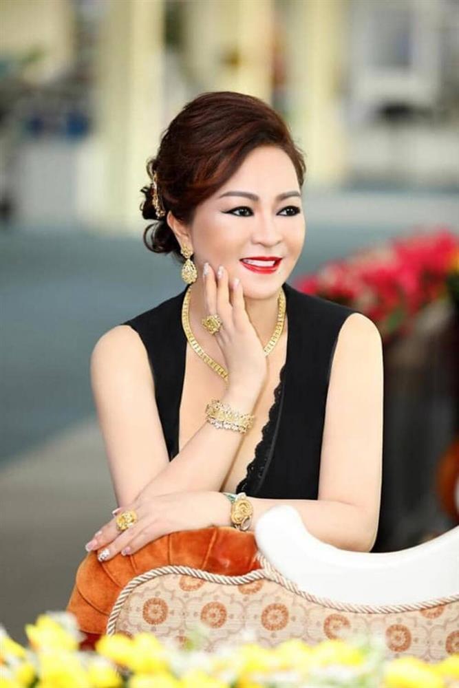 Vợ đại gia Dũng Lò Vôi: Dát kim cương lóa mắt, lướt Rolls-Royce 30 tỷ-9