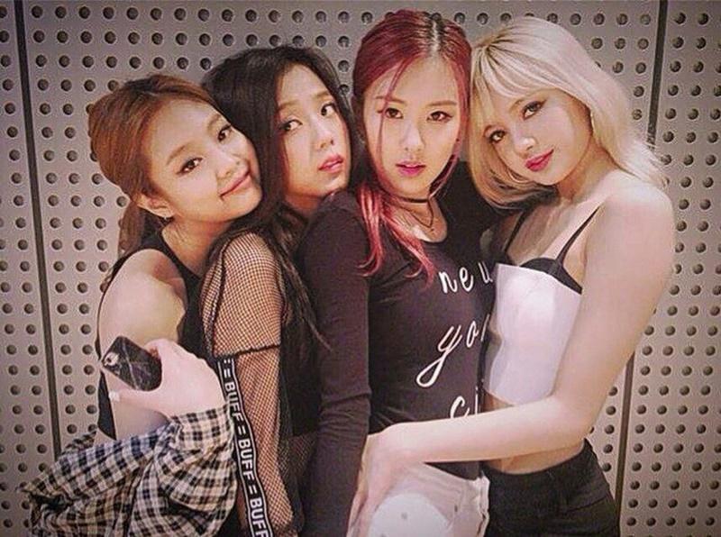 Dàn em gái BlackPink đua nhau chào thân ái công ty khiến Knet giật mình-2