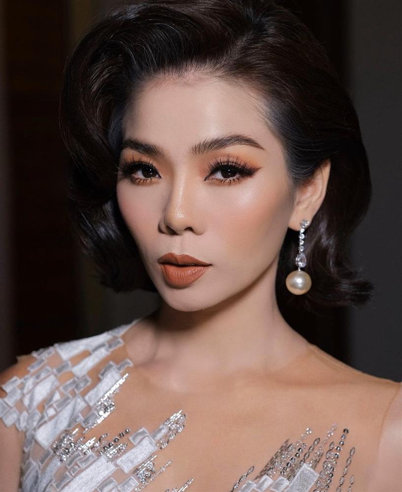 Sao Việt lăng-xê mốt make up mắt xanh đỏ lòe loẹt như thập niên 90s-4