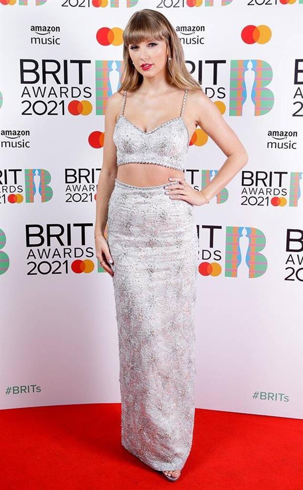 Dàn mỹ nhân chuộng váy xẻ ngực sâu tại Brit Awards 2021-2