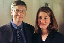 Tỷ phú Bill Gates hóa ra rất thích tiệc tùng, tắm cùng vũ công khỏa thân