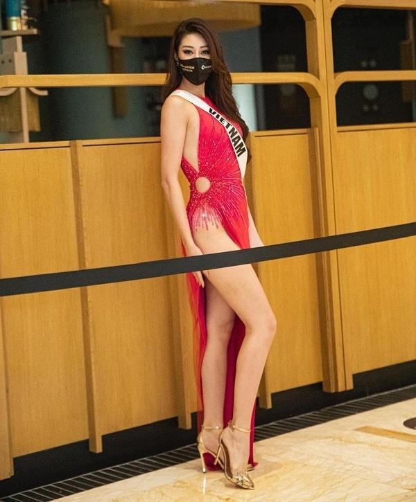 6 người đẹp Việt khiến cư dân mạng thót tim vì diện váy xẻ quá cao-1