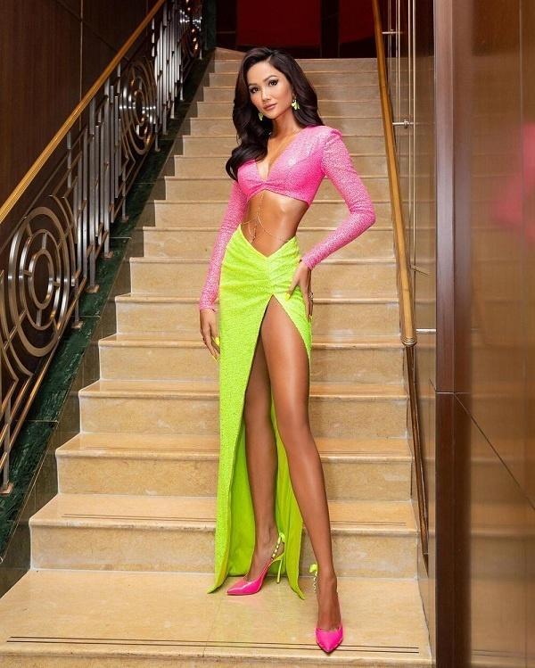 6 người đẹp Việt khiến cư dân mạng thót tim vì diện váy xẻ quá cao-11