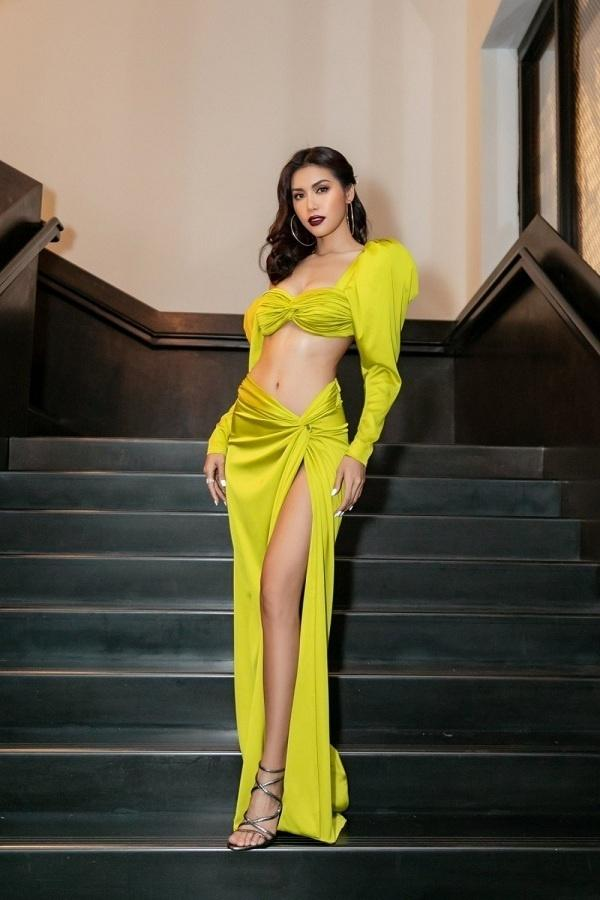 6 người đẹp Việt khiến cư dân mạng thót tim vì diện váy xẻ quá cao-9