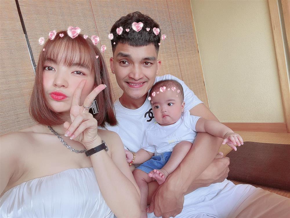 Bà xã Mạc Văn Khoa bị tố ngoại tình, con gái 5 tháng cũng dính bình luận sốc-1