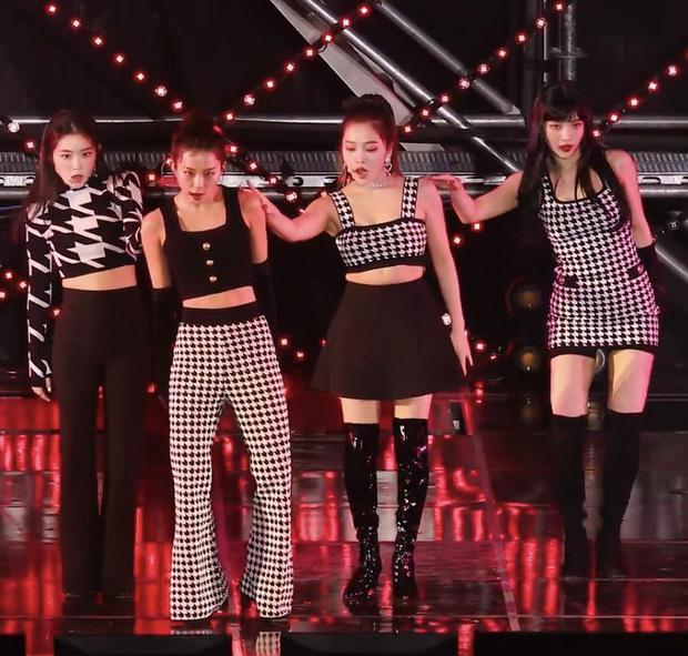 Yeri (Red Velvet) thường xuyên mặc xấu nhất nhóm: Hết lộ bụng mỡ tới mặc đồ chợ-1