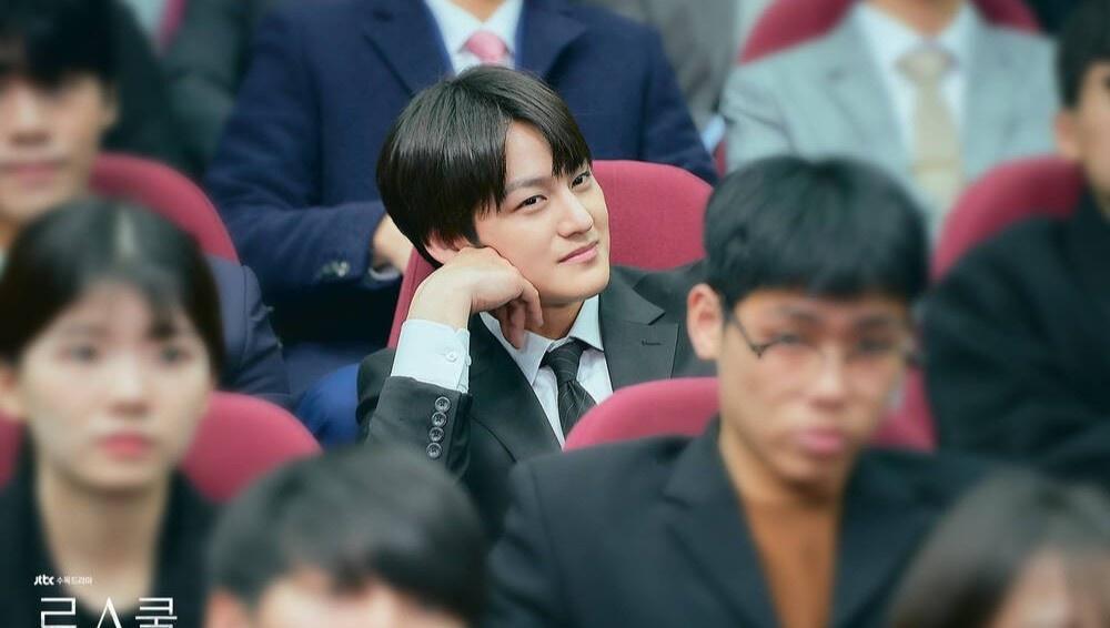 Thời trang của Kim Bum khi vào vai sinh viên ở tuổi 32-1