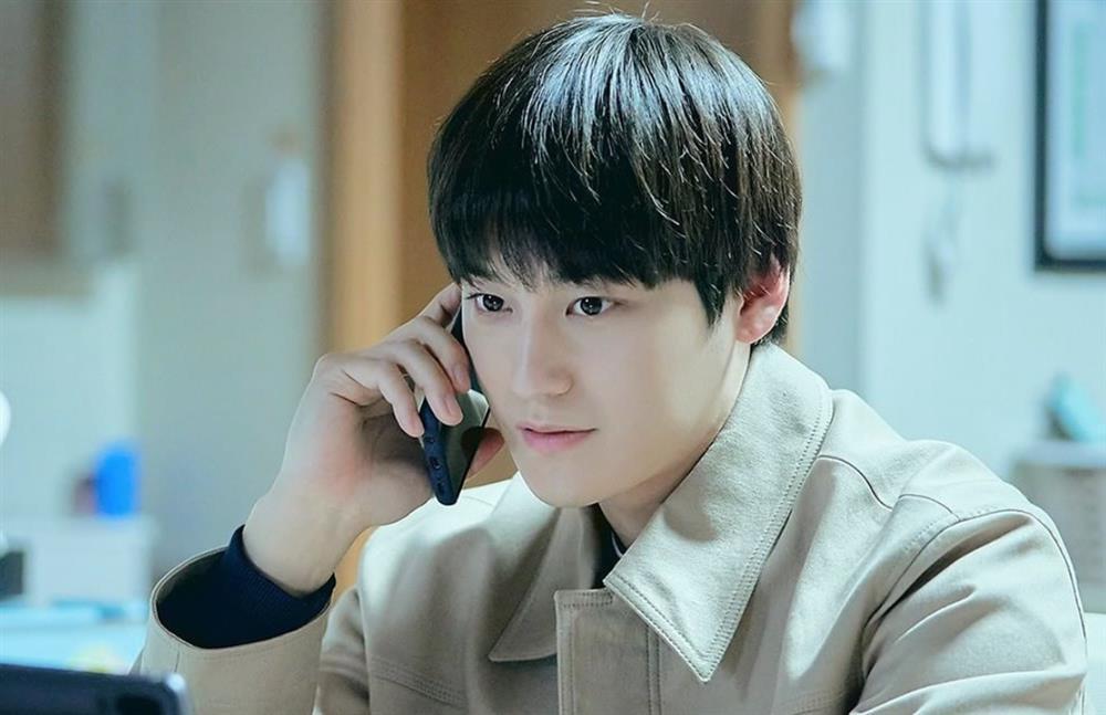 Thời trang của Kim Bum khi vào vai sinh viên ở tuổi 32-2