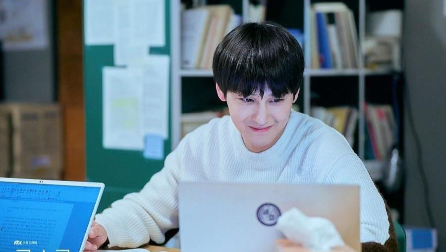 Thời trang của Kim Bum khi vào vai sinh viên ở tuổi 32-6