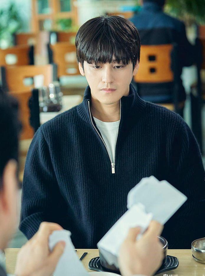 Thời trang của Kim Bum khi vào vai sinh viên ở tuổi 32-8