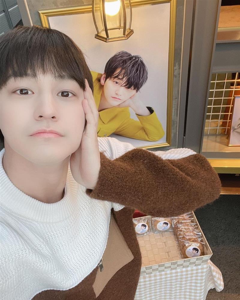 Thời trang của Kim Bum khi vào vai sinh viên ở tuổi 32-7