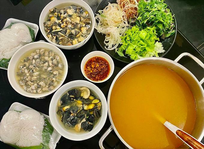 Kiều Minh Tuấn nấu hai bữa bún ốc một ngày-2