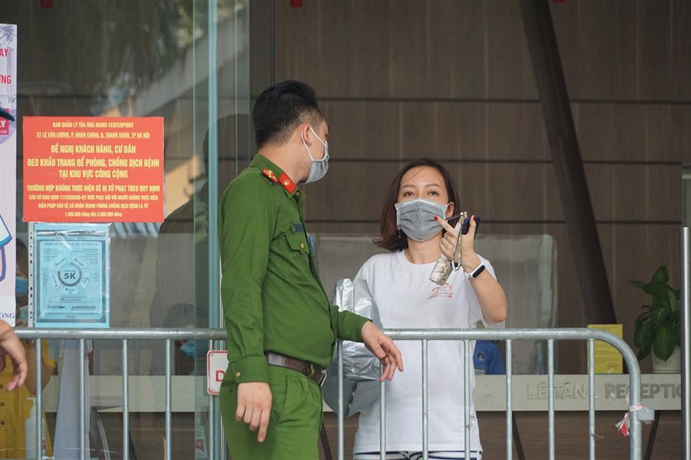 Hà Nội: Phong tỏa khu dân cư phố Lê Văn Lương và Nguyễn Lương Bằng-10