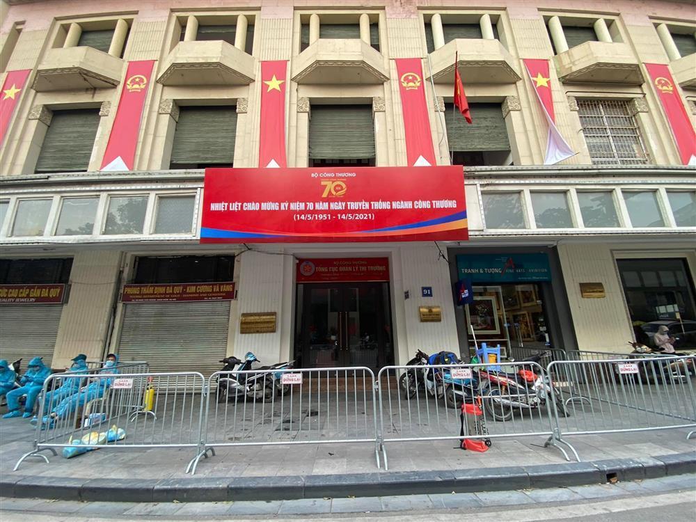 Hà Nội: Phong tỏa khu dân cư phố Lê Văn Lương và Nguyễn Lương Bằng-14
